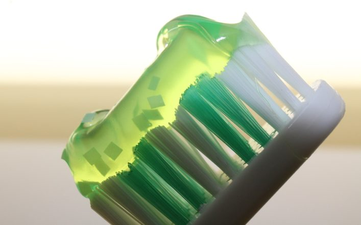 W jaki sposób działają pasty wybielające zęby?