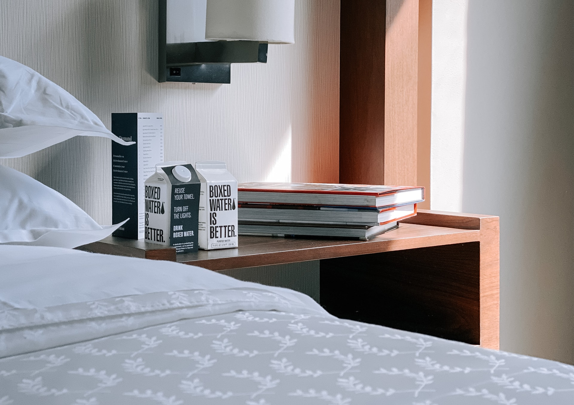 Szafki nocne – dekoracja sypialni