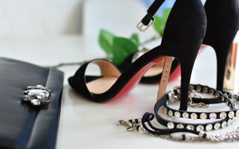 Buty równie wygodne, co modne? Postaw na ponadczasowe botki!