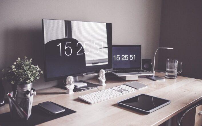Domowe biuro przy niewielkim metrażu – sprawdź na co zwrócić uwagę